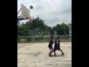 Ловкий трюк во время игры в баскетбол