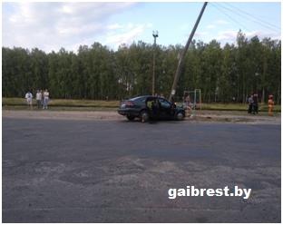 Нетрезвый водитель совершил наезд на световую опору