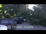 ул.Береговая. Момент падения дерева на Ауди - 26.05.2018 - Это Ростов-на-Дону!