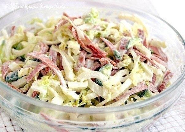 "Салат ""Вкусняшка"" Ингредиенты: - капуста - свежий огурец - лучок - колбаска"