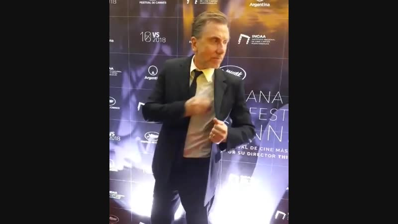 Asi llegaba Tim Roth al Gaumont Este lunes 10 comenzó la Semana del Cine de Cannes