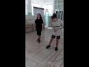 Сабина и Юля репетируют танец в раздевалке