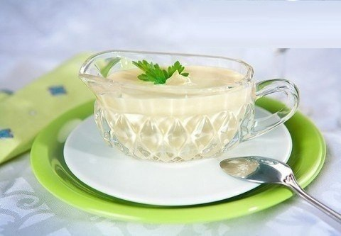 ВКУСНЕЙШИЙ ДОМАШНИЙ МАЙОНЕЗ Его можно есть даже кормящим мамам) Ингредиенты: 2 яйца 3 столовых ложки лимонного сока 1 чайная ложка дижонской горчицы 1/2 чайной ложки соли перец по вкусу 1,25 стакана оливкового или другого масла Приготовление: Взбейте в блендере все ингредиенты до воздушной густой однородной массы.