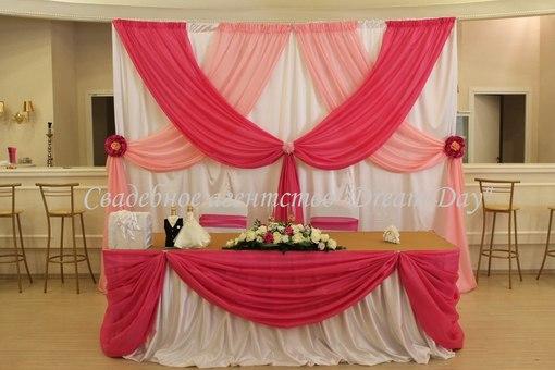У нас можно взять в аренду стулья, арку, стойки др в Мытищах.  Украшение зала на свадьбу.