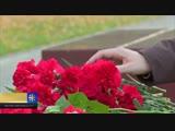 Москвичи несут цветы в Александровский сад, чтобы почтить памяти погибших в Керчи (Сюжет от 17.10.2018)