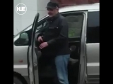 В Ижевске мужчина с ножом за отказ дать сигарету напал на авто и ее владельцев