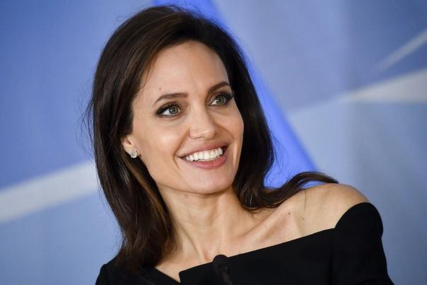 Анджелина Джоли отдала в переводе на рубли... 28 миллионов на изучение рака.
