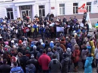 У неділю в Сумах на площі Незалежності зібралося близько 4 тисяч городян та делегатів з області