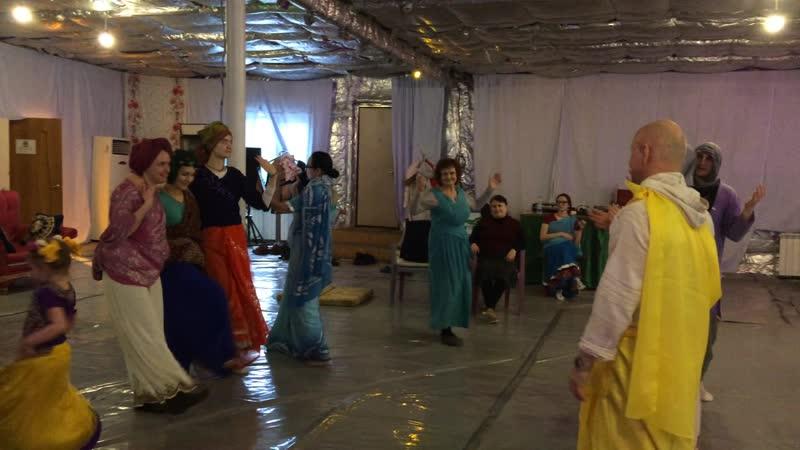 Панча таттва Шри Чайтанья 4 просит танцевать