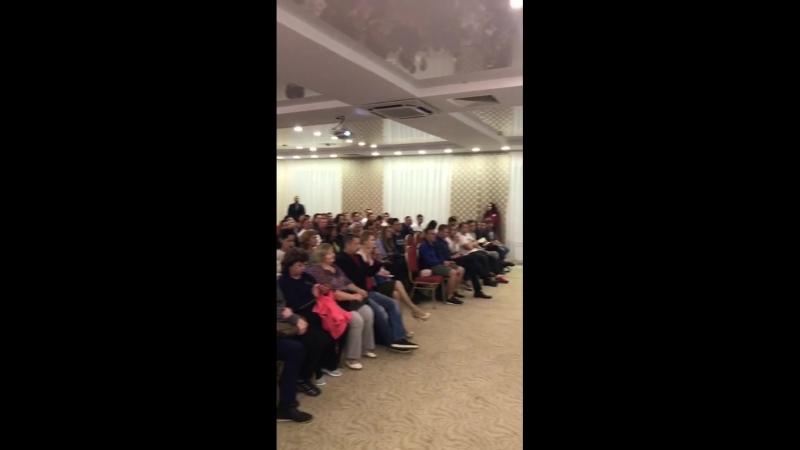 Полный зал на презентации!