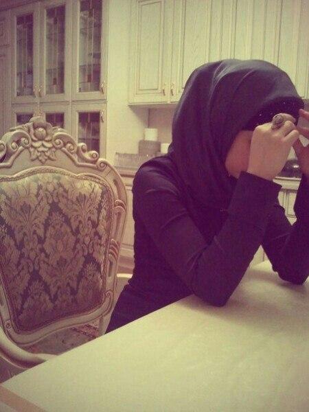 Фото девушек в хиджабе на аву сзади