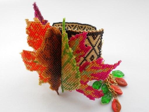 Комплект Туманное утро, ожерелье и два кольца, бисер, мозаичное плетение.