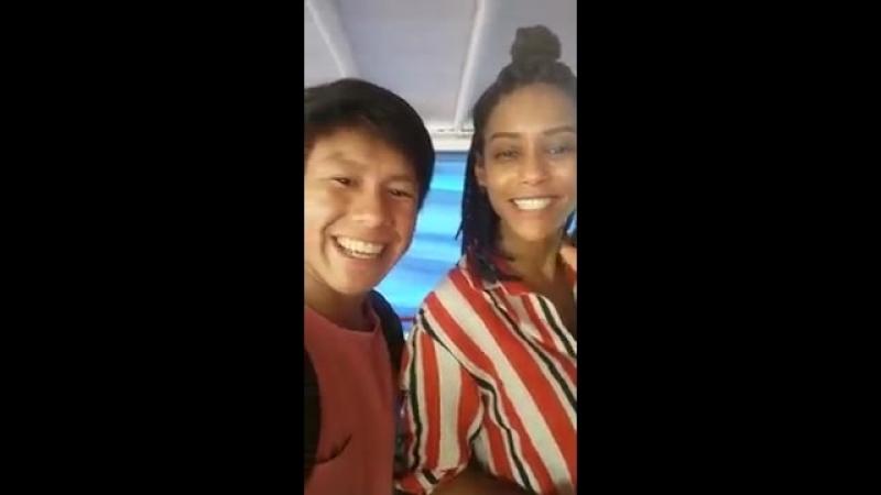 Дебора и Таис Араужу на съемках сериала Араваны