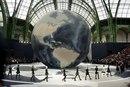 Невероятные декорации к показам Chanel…