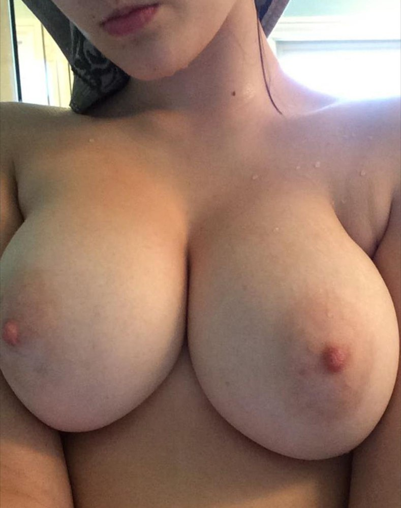 Appealing college chicks therere giving recalcitrant blowjobs