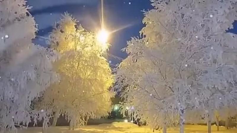 Снег кружиться летает