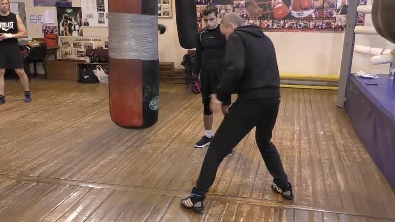 Бокс_ положение передней ноги во время удара (English subs)