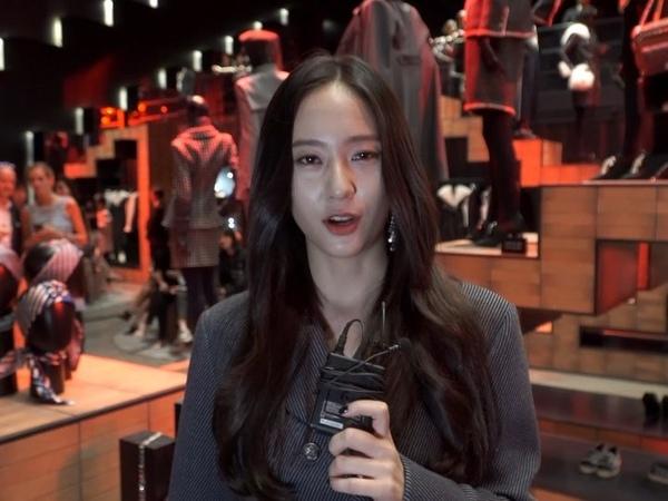 """Vogue Korea on Instagram: """"어마어마한 셀럽들이 모두 모인 이곳은, 샤넬 2017/18 파리 함부르크 팝업 파티 현장입니다✨독일 최대의 항구 도시인 함부르크에서 영감을 받은 '파리-함부르크 공방 컬렉션'은 물론이고, 이곳에서만 판매하는 한정판 ..."""