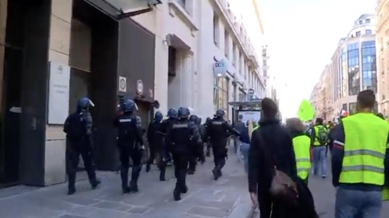 «Желтые жилеты» протестуют 15 неделю в Париже LIVE 23.02.19