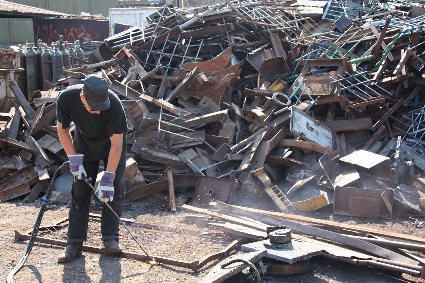 Житель Красноармейска нашел пропавшую машину соседа на металлоприемке