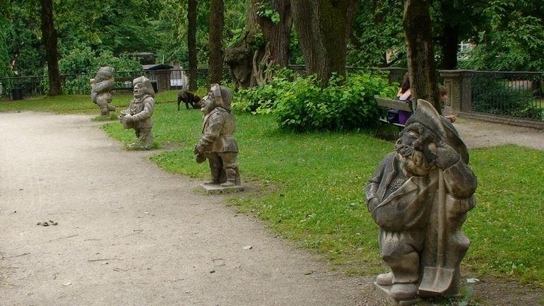 Парк Мирабель в Зальцбурге (Австрия) . Статуи карликов.