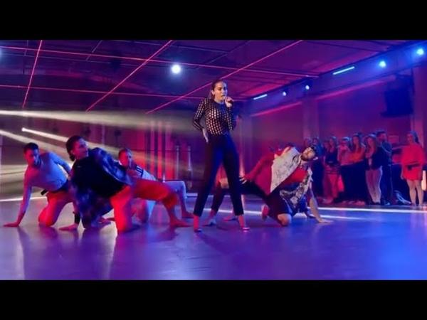 Anitta - Downtown (PERFORMANCE)  Fama a bailar
