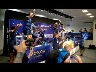 Игроки сборной Франции срывают пресс-конференцию Дешама. Но им можно :)