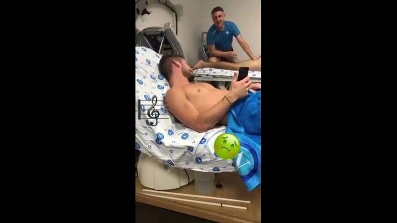 VIDEO Tonelli Mertens canta nello spogliatoio durante i massaggi