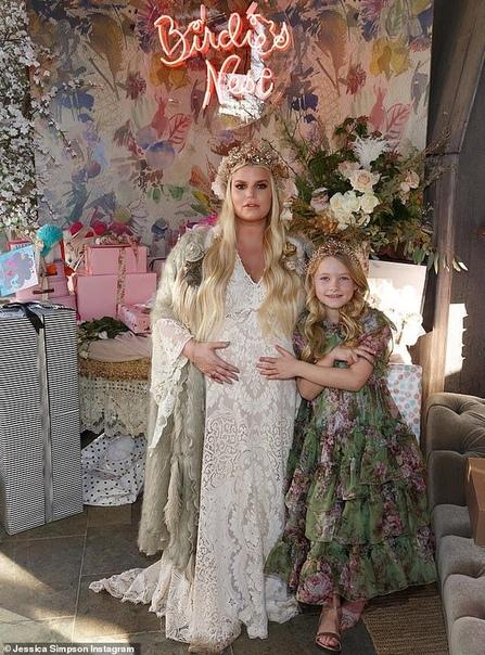 Джессика Симпсон устроила вечеринку в честь будущей дочери и обнародовала ее имя Джессика Симпсон готовится стать мамой в третий раз. О том, что родится девочка, певица сообщила поклонникам еще