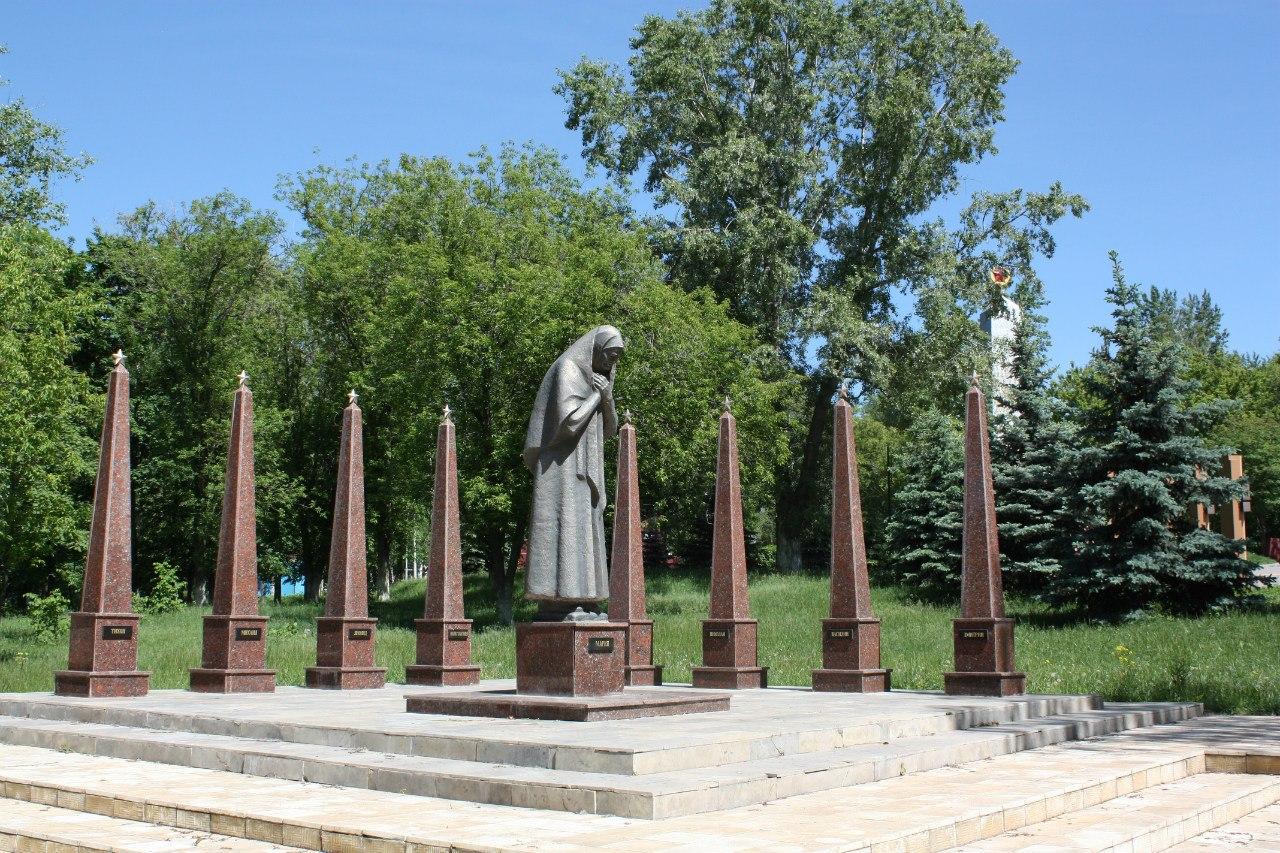 Памятники в воронеже великой отечественной дешевые мск kremnik ru татарстан изготовление памятников спб к рублю