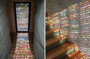 В доме архитектора Армина Бласбичле дверь содержит крохотные витражи.