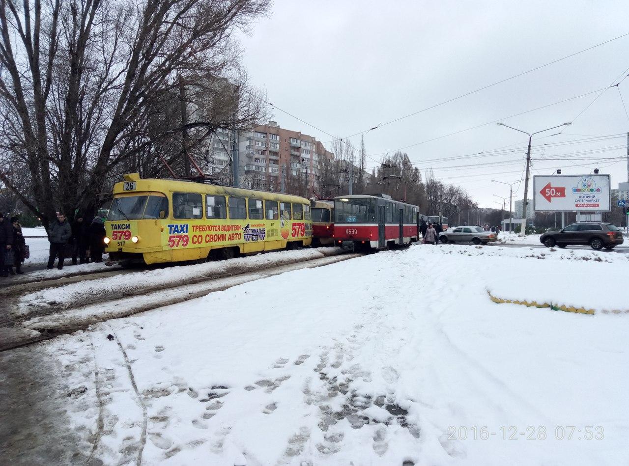 Очередной трамвай сошел с рельсов (ФОТО)