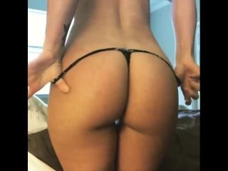 popa-kak-oreh-golie-pornuha-porno-roliki-anal-tri-v-odnu