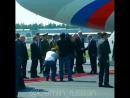 Путин прилетел и сел в «Кортеж». Президент поехал на встречу с Трампом на новом лимузине.