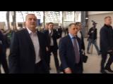 Первого пассажира в новом терминале аэропорта Симферополя встретил глава Крыма Сергей Аксенов