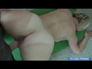 [PornMe] - BRIANNA BEACH (МАМКА ЗАНИМАЛАСЬ СПОРТОМ , СЫНОК ПРИШЕЛ И ВЫЕБАЛ ЕЕ/MILF/MOM/MATURE/INCEST/ORGMAS/BLOWJOB/BUSTY/HD720)