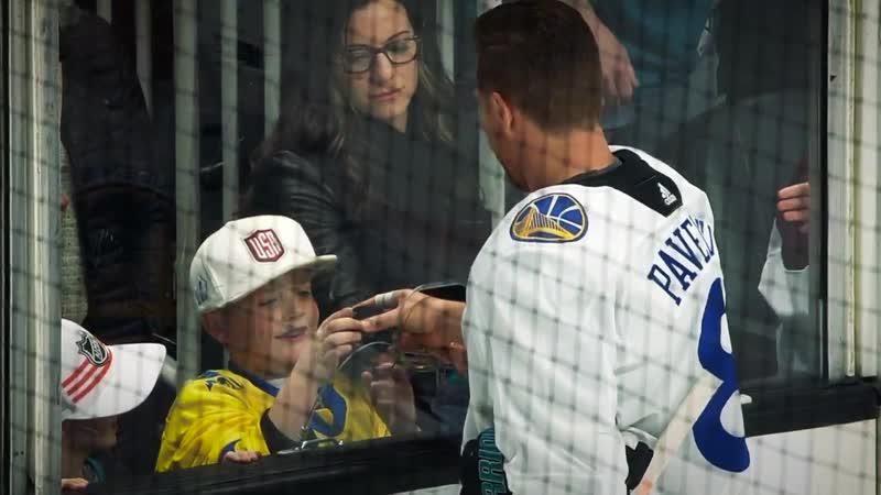 Joe Pavelski gives pucks to kids along the glass