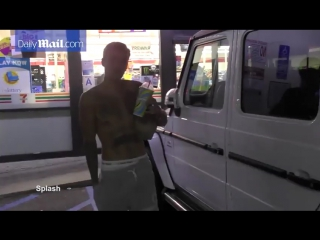 July 22: Video of Justin spotted at 7-Eleven in Beverly Hills, California.