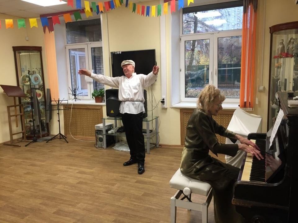 В центре соцобслуживания Савеловского прошел концерт творческого союза «Акцент»