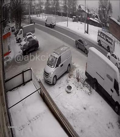 Авария на ул Маршала Жукова 94