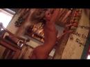 Стриптиз голой девушки студентки с классной попкой. Раздевается и танцует в баре.