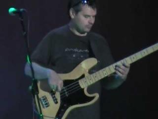 Соло бас гитариста группы