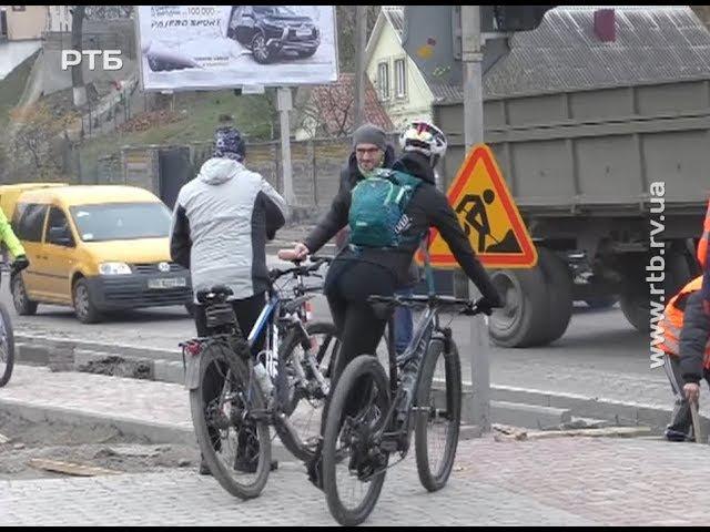 Велосипедисти оцінили плюси й мінуси велодоріжки на Шухевича