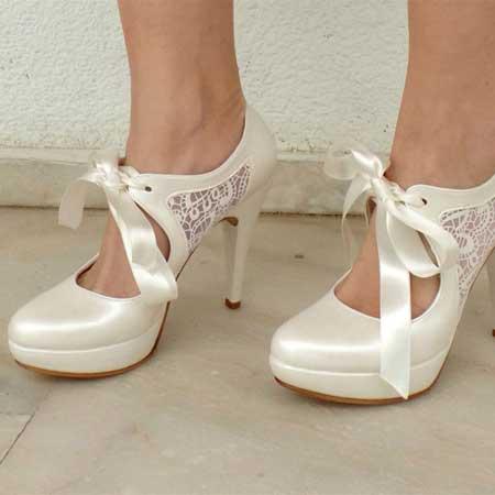 На свадьбе каждая невеста хочет выглядеть сногсшибательно, и в то же время не сильно устать. Туфли на платформе – это отличная альтернатива.