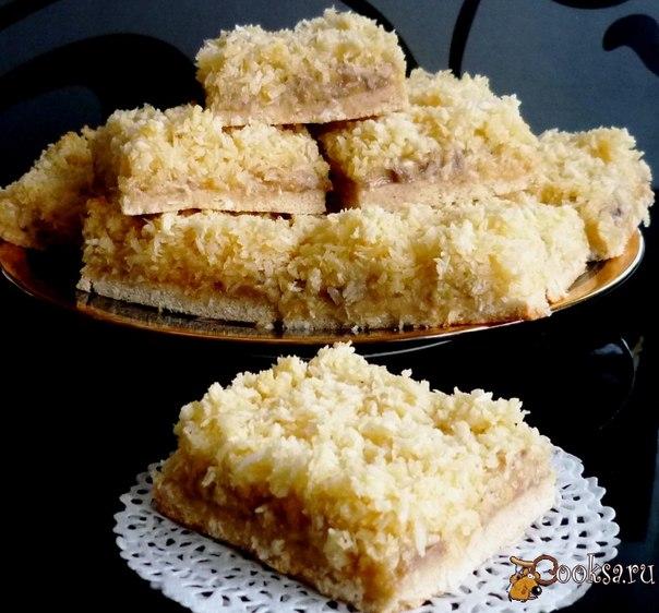 Нежные,с ароматом кокоса и сочной банановой начинкой - так и просятся к чашечке кофе или чая!
