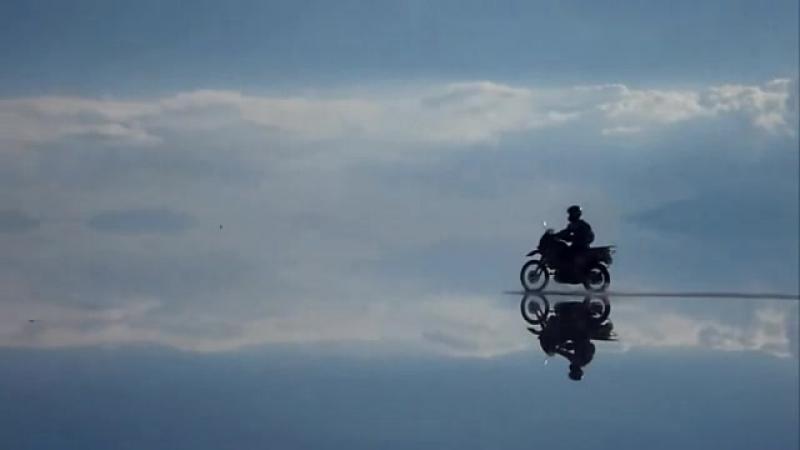Граница между Небом и Землёй,солончак Уюни в Боливии
