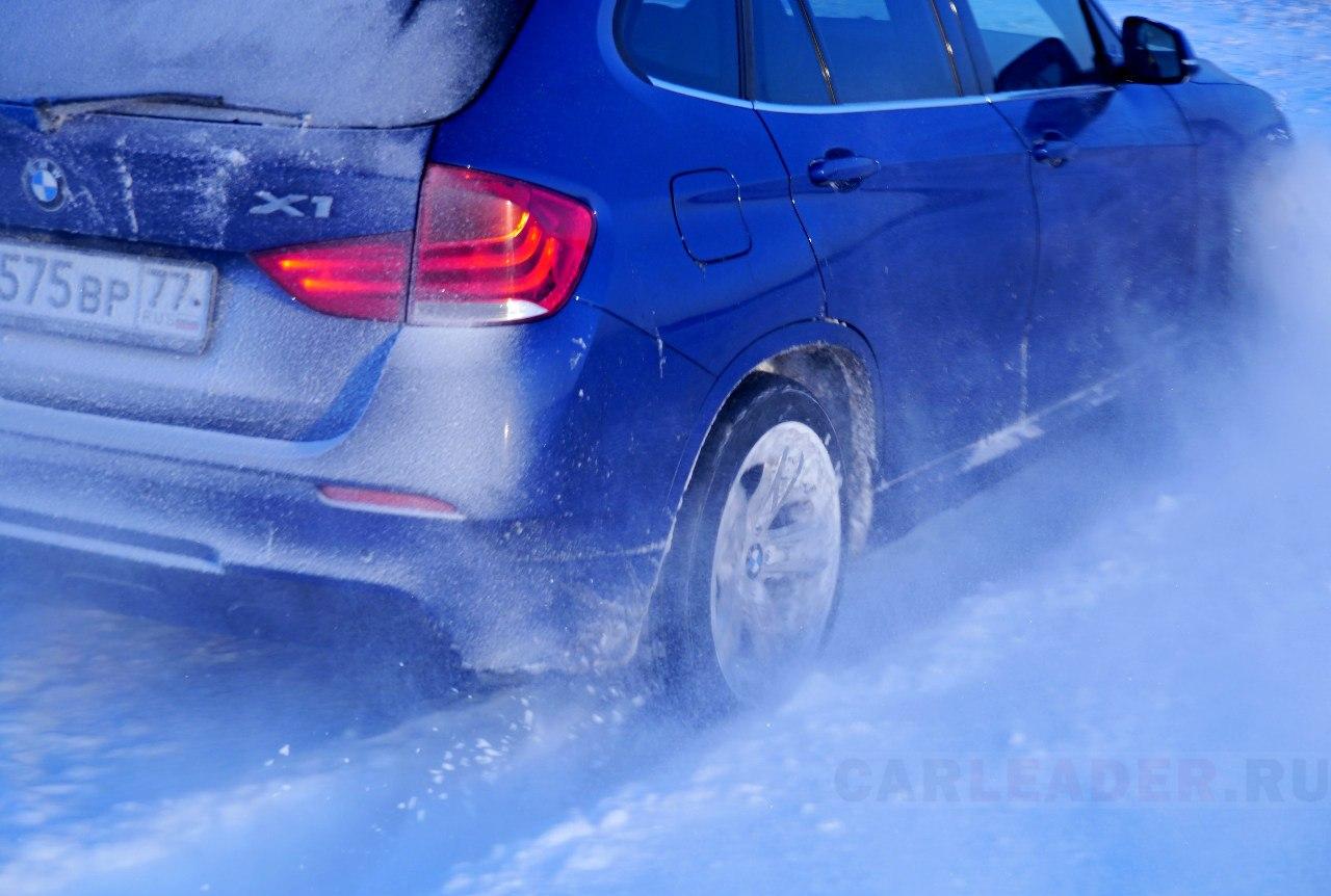 BMW в снежной колее
