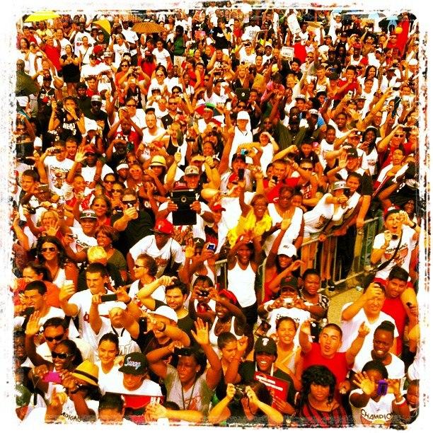 Движение поздравило Майами Хит 2012