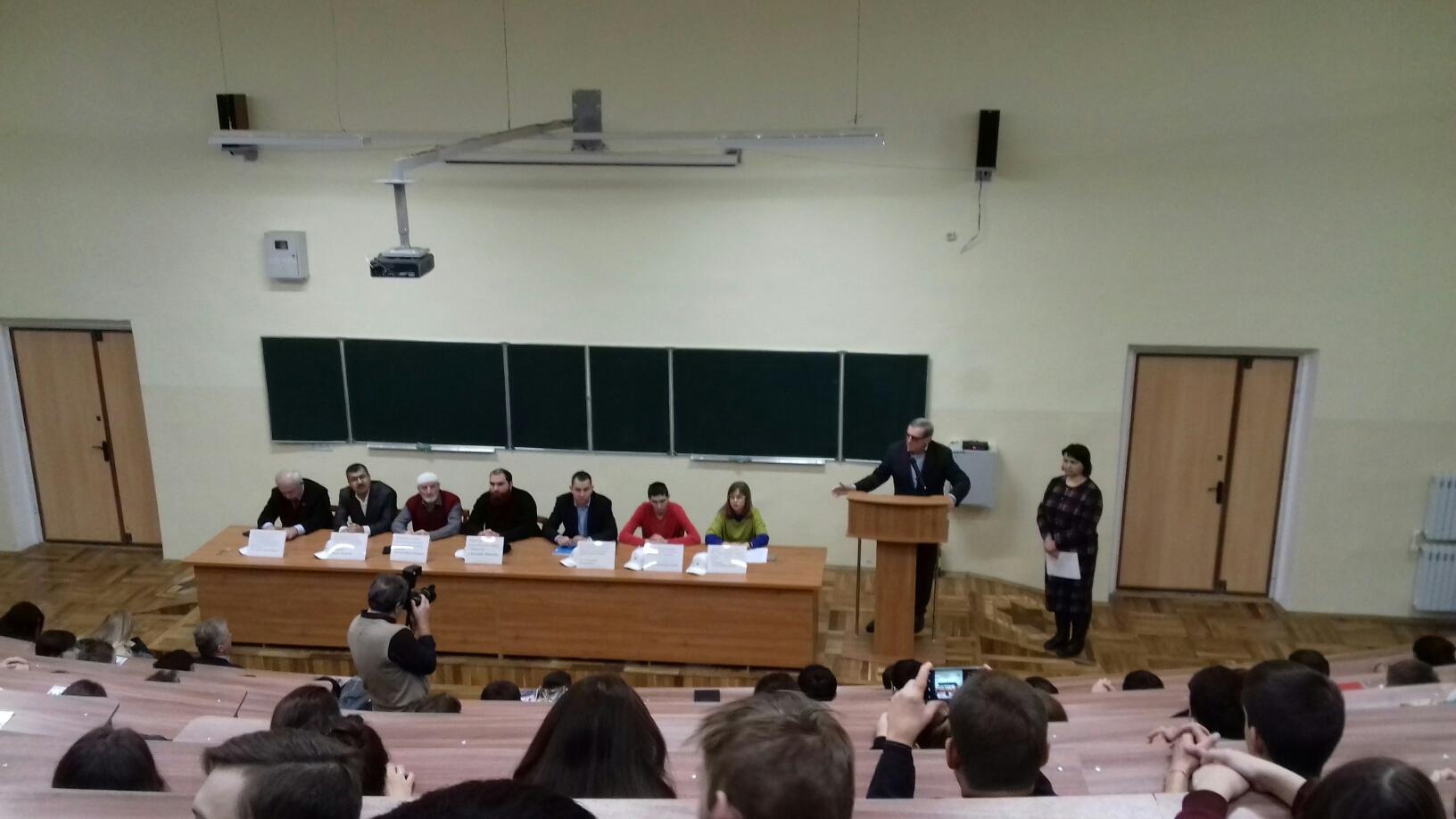Заседании межвузовского дискуссионного клуба «Межэтническая толерантность – путь к миру и согласию»