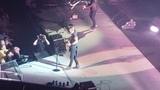 Keith Urban - Blue Ain't Your Color (live 9718 Mohegan Sun Arena)
